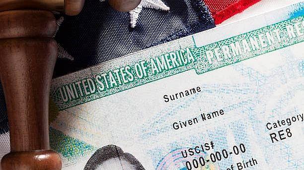 """<div class=""""paragraphs""""><p>अमेरिका में ग्रीन कार्ड के लिए पेश होगा नया बिल</p></div>"""