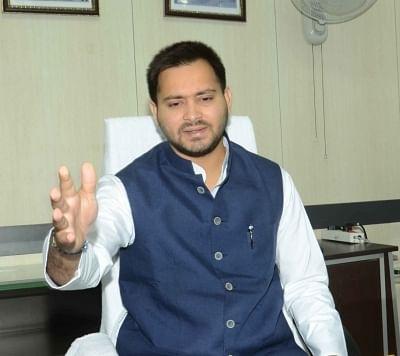 जम्मू-कश्मीर: बिहार के मजदूरों की हत्या पर तेजस्वी ने नीतीश को घेरा