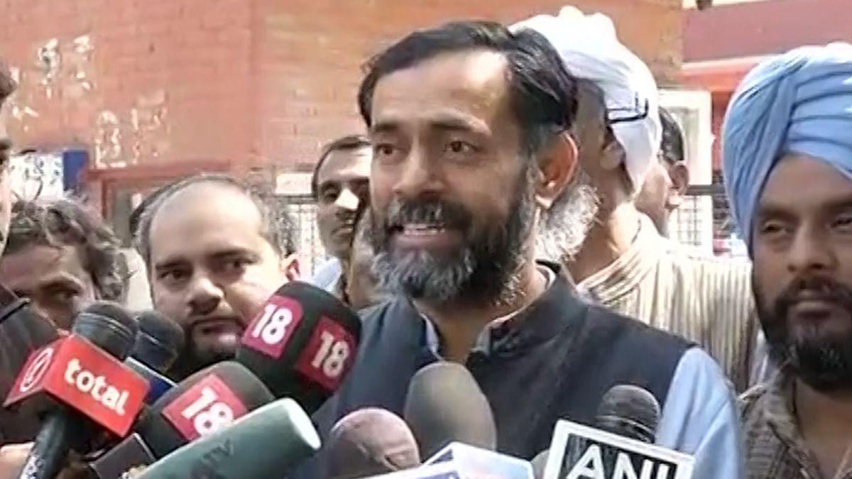 Yogendra Yadav addressing the press (Photo: ANI)
