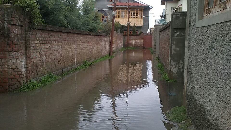 Incessant rains have left many streets waterlogged forcing residents to stay inside.  State administration has failed to improve drainage in Srinagar city post the devastating floods of 2014. (Photo: Fazil Bhat)