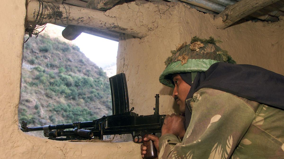 An Indian army soldier mans a gun inside his bunker in Kashmir. (Photo: Reuters)