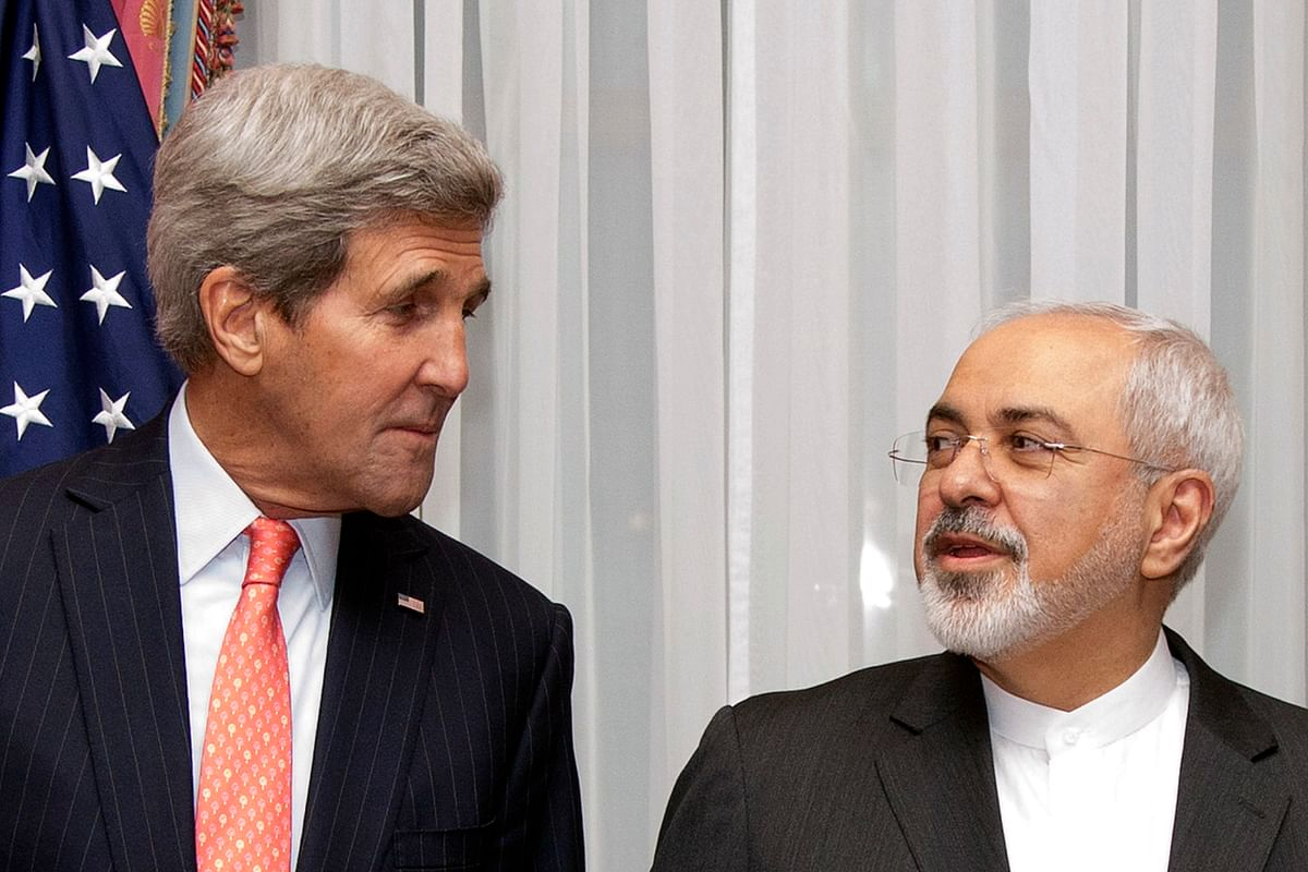 <!--StartFragment-->U.S. Secretary of State John Kerry (L) and Iran's Foreign Minister Mohammad Javad Zarif pose for a photograph before resuming talks over Iran's nuclear programme in Lausanne, Switzerland (Photo: Reuters)<!--EndFragment-->
