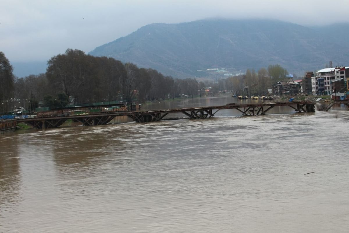 River Jhelum is in spate. Water level are seen reaching the height of the 'old' Zero Bridge in the Rajbagh area of Srinagar. The area suffered heavy damages in the floods that struck  last year. (Photo: Mushtaq Khan)