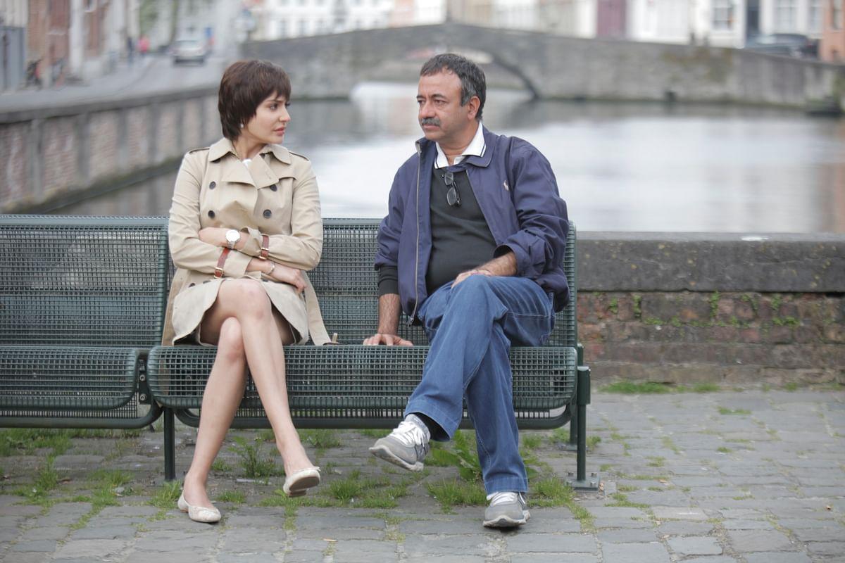Rajkumar Hirani on location with Anushka Sharma for the film <i>PK&nbsp;</i>(Photo: Raju Hirani Films)