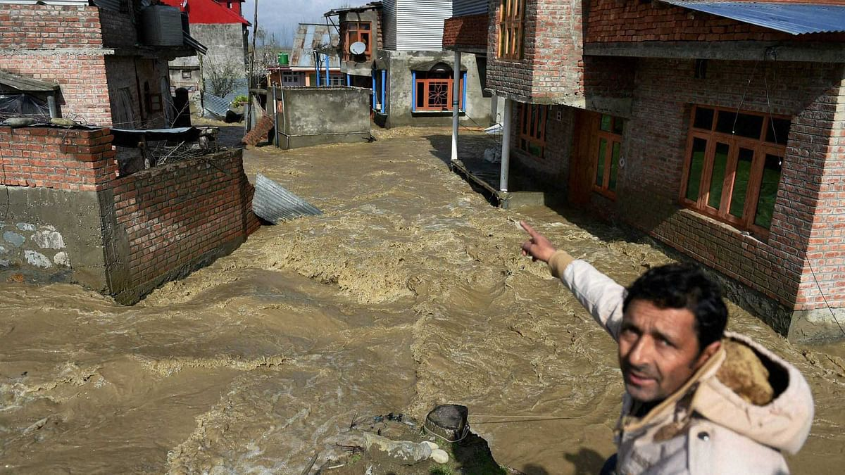 Flood water enters Hamdania Colony Bemina in Srinagar on Monday. The flood hits Kashmir valley again following incessent rains. (Photo: PTI)