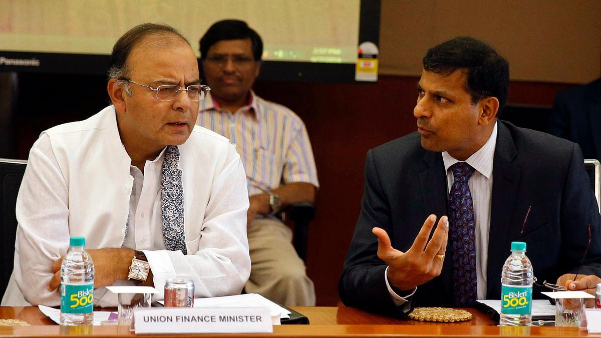 Finance Minister Arun Jaitley (left) listens to Reserve Bank of India (RBI) Governor Raghuram Rajan. (Photo: Reuters)