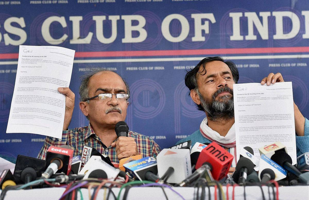 Prashant Bhushan (left) and Yogendra Yadav (right).(Photo: PTI)