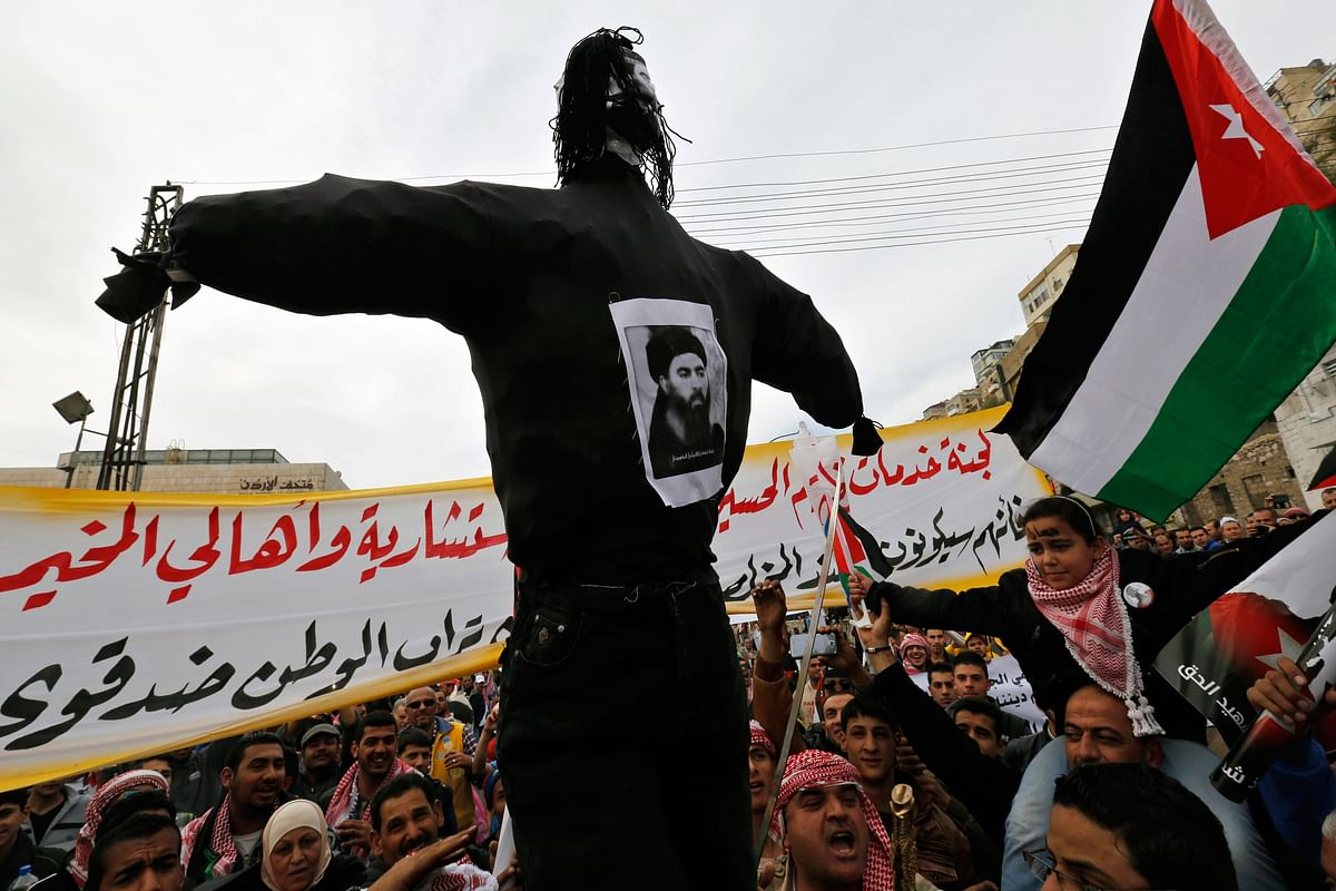 <!--StartFragment-->Jordanian protesters carry an effigy of leader of the militant Islamic State Abu Bakr al-Baghdadi. (Photo: Reuters)&nbsp;<!--EndFragment-->