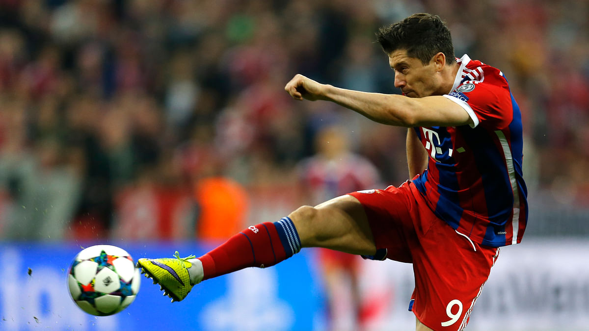 Bayern Munich's Robert Lewandowski shoots to score one of his goals in the Champions League quarter-final against FC Porto. (Photo: AP)