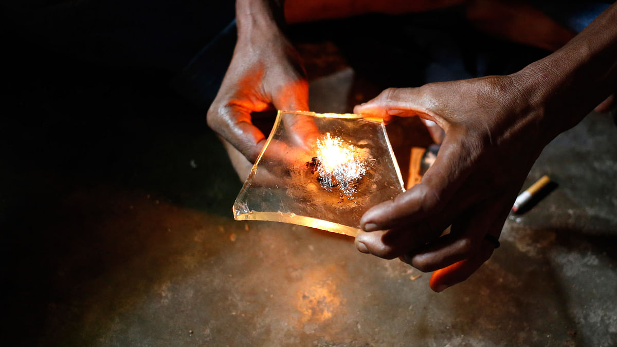 Aheroin addict prepares heroin before using it. (Photo: Reuters)