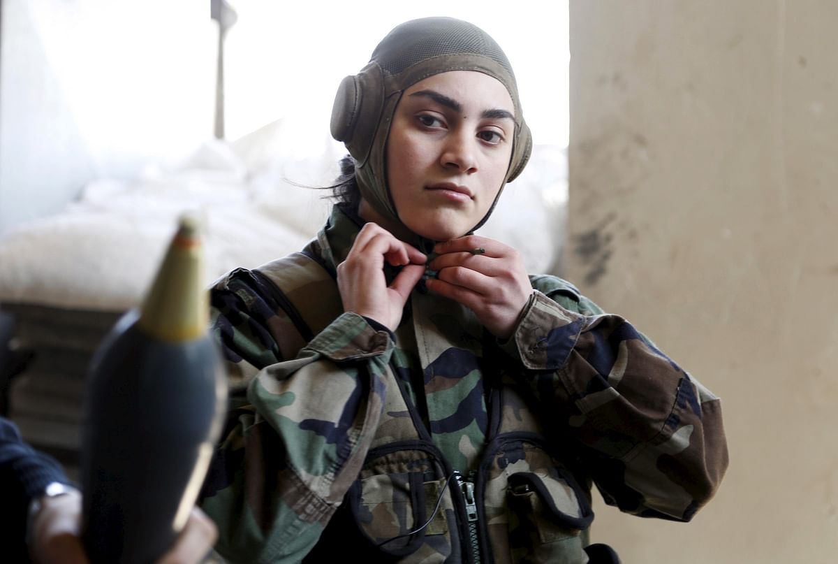 <!--StartFragment-->A member of a female commando battalion which is part of the Syrian Army, wears her headgear in the government-controlled area of Jobar, a suburb of Damascus, March 19, 2015. (Photo: Reuters)<!--EndFragment-->