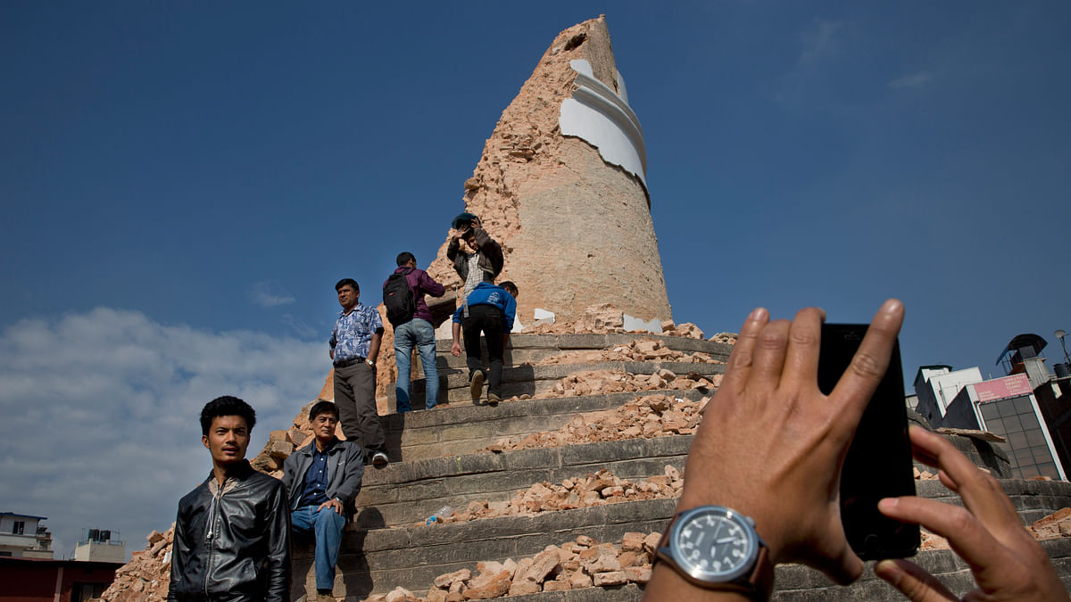 Locals take snapshots with their cell phones at the historic Dharahara Tower, a city landmark, that was damaged in Saturday's earthquake in Kathmandu, Nepal, Monday, April 27, 2015. (Photo: AP)