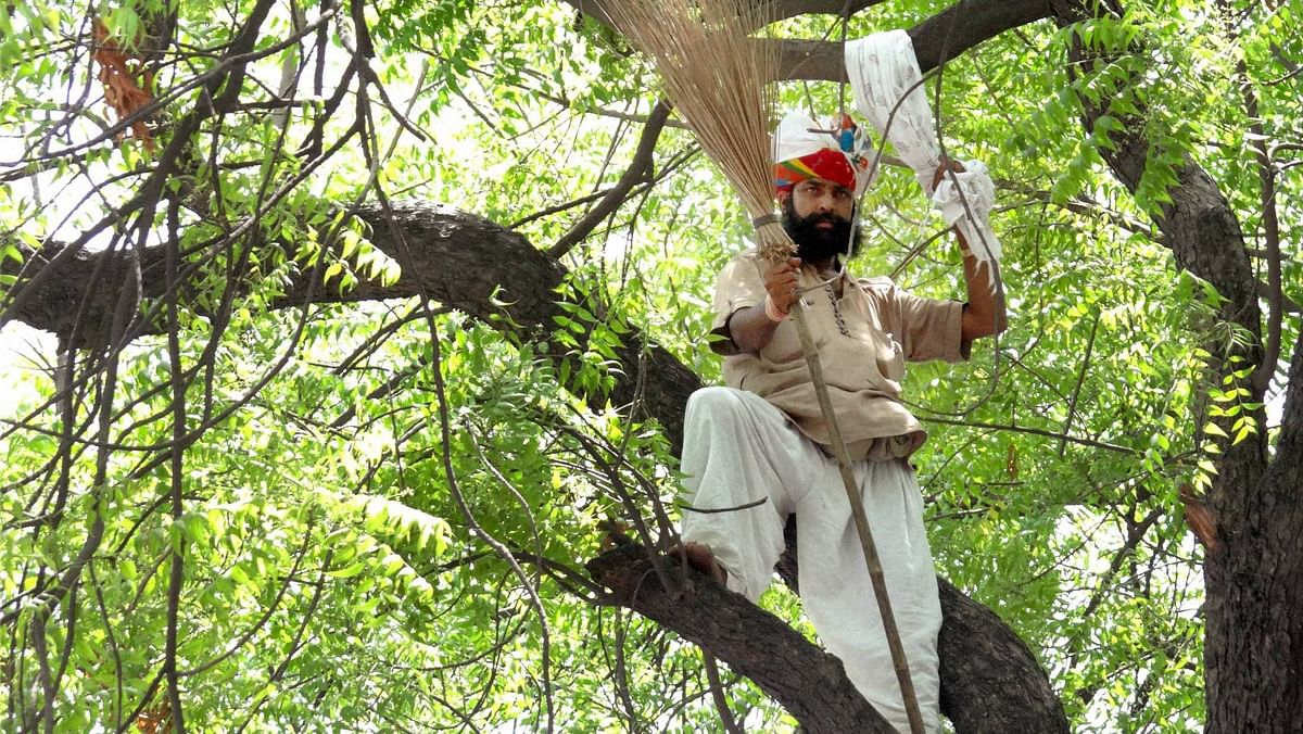 41-year-old Gajendra Singh before committing suicide. (Photo: PTI)