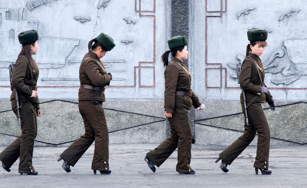 Female North Korean soldiers patrol along the banks of Yalu River, near the North Korean town of Sinuiju, opposite the Chinese border city of Dandong, April 11, 2013. (Photo: Reuters)