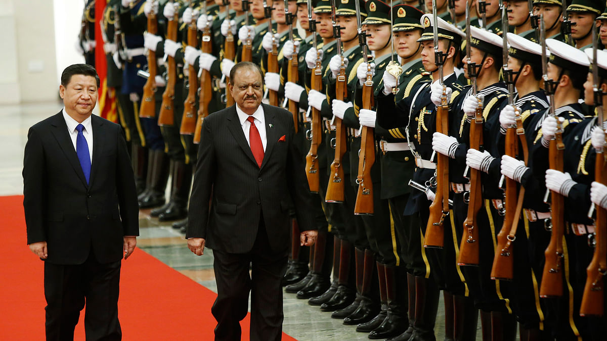 Pakistan President Mamnoon Hussain (right) and China's President Xi Jinping (left)inspect honour guards during a welcoming ceremony at the Great Hall of the People in Beijing. (Photo: Reuters/Kim Kyung-Hoon)
