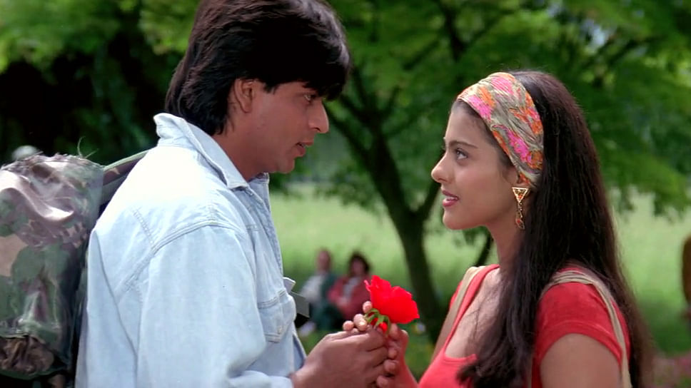 SRK playing a prank on Kajol in the film <i>Dilwale Dulhania Le&nbsp;Jayenge</i> (1995)