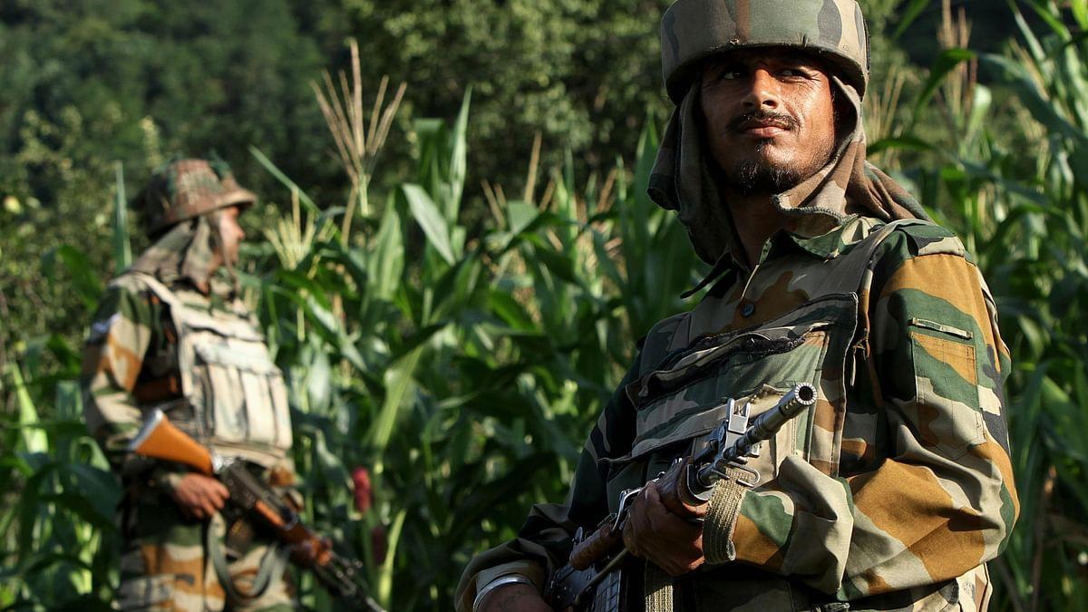 Indian soldiers patrol the LOC near Srinagar. (Photo: Reuters)
