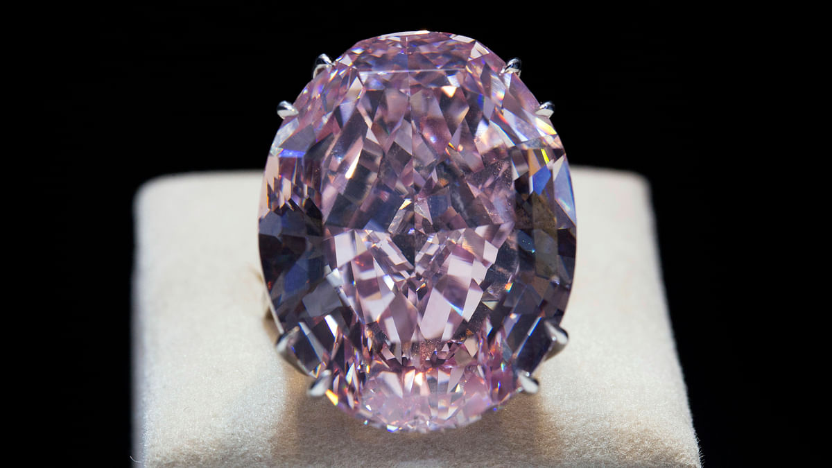 The Pink Star diamond is displayed during a press preview at Sotheby's in Hong Kong October 3, 2013. (Photo: Reuters)