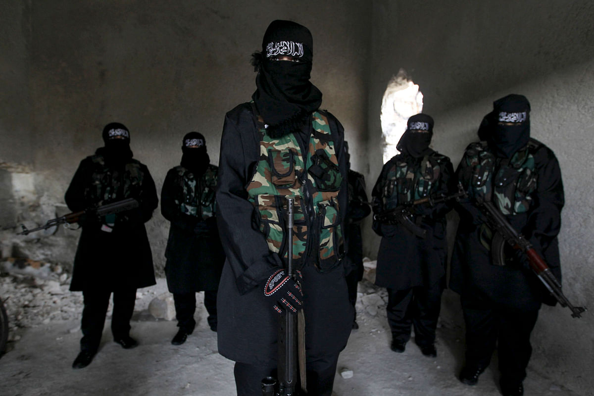 <!--StartFragment-->Women, who are part of the Sawt al-Haq (Voice of Rights), stand with their weapons as they undergo military training in Aleppo, February 17, 2013. (Photo: Reuters)<!--EndFragment-->