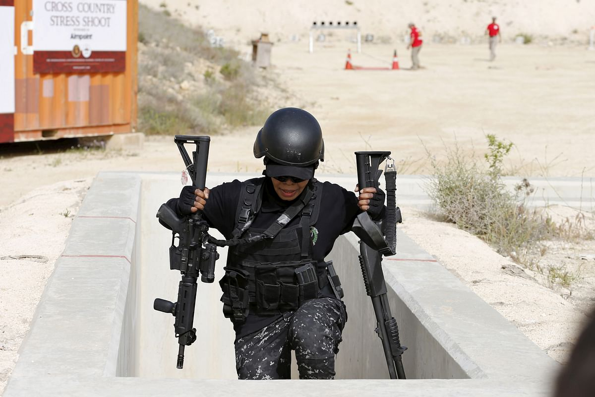 A member of the Jordanian women's police team competes in the 7th Annual Warrior Competition at the King Abdullah Special Operations Training Center in Amman, April 20, 2015. (Photo: Reuters)