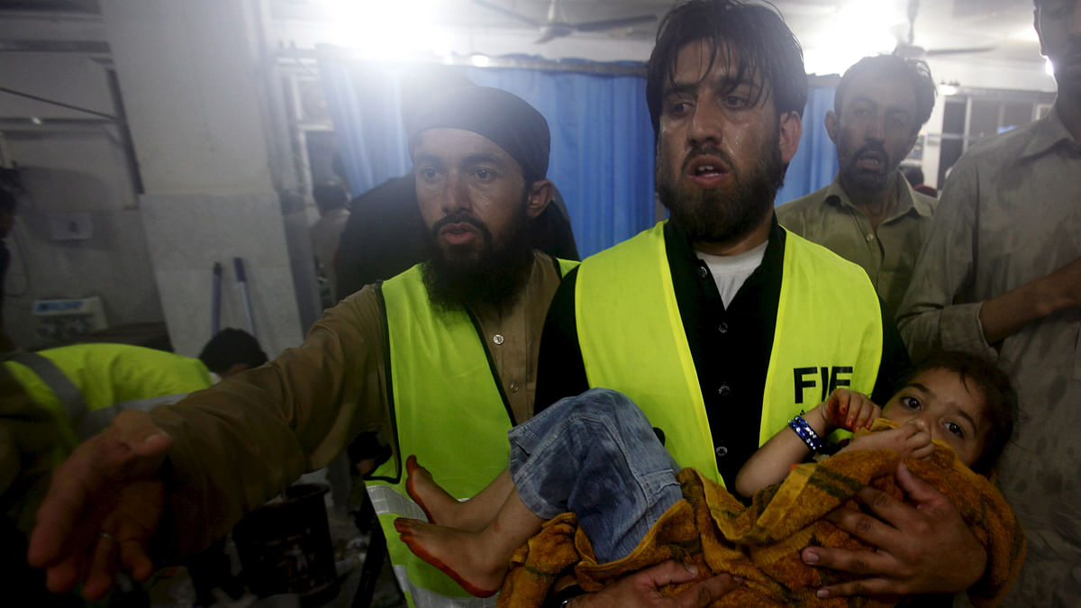 <!--StartFragment-->A child is taken to Leady Reading Hospital for treatment after torrential rains caused flooding and houses to collapse in Peshawar, Pakistan. (Photo: Reuters)<!--EndFragment-->