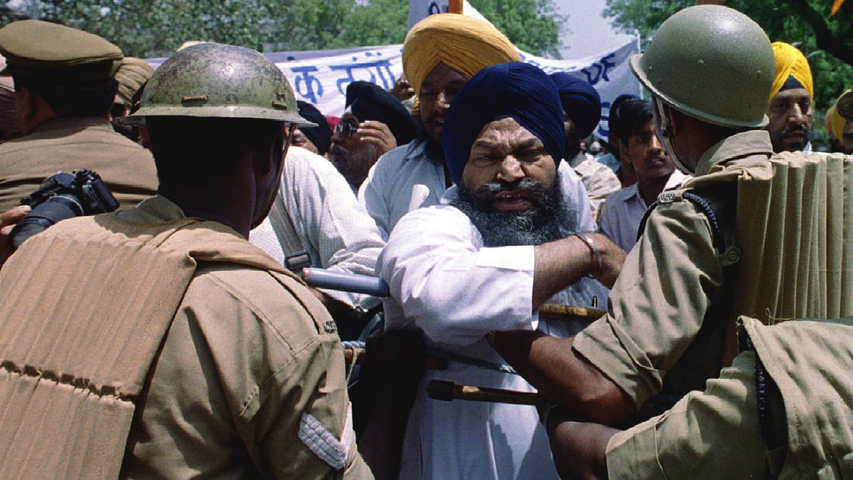 Sikhs marching towards Parliament House in Delhi during a protest. (Photo: Reuters)