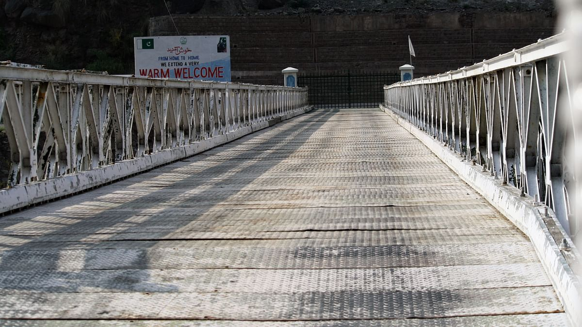 Kaman Aman Setu or theBridge of Peace is the vital link between the two sides of kashmir. (Photo: Aabid Shafi/ The Quint)