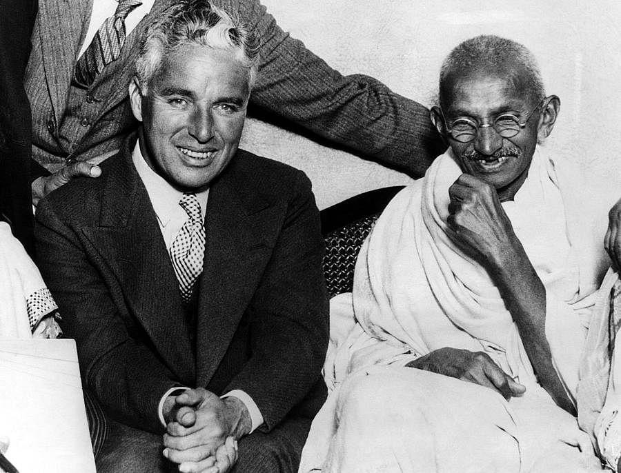Chaplin meets Gandhi in London, 1931.