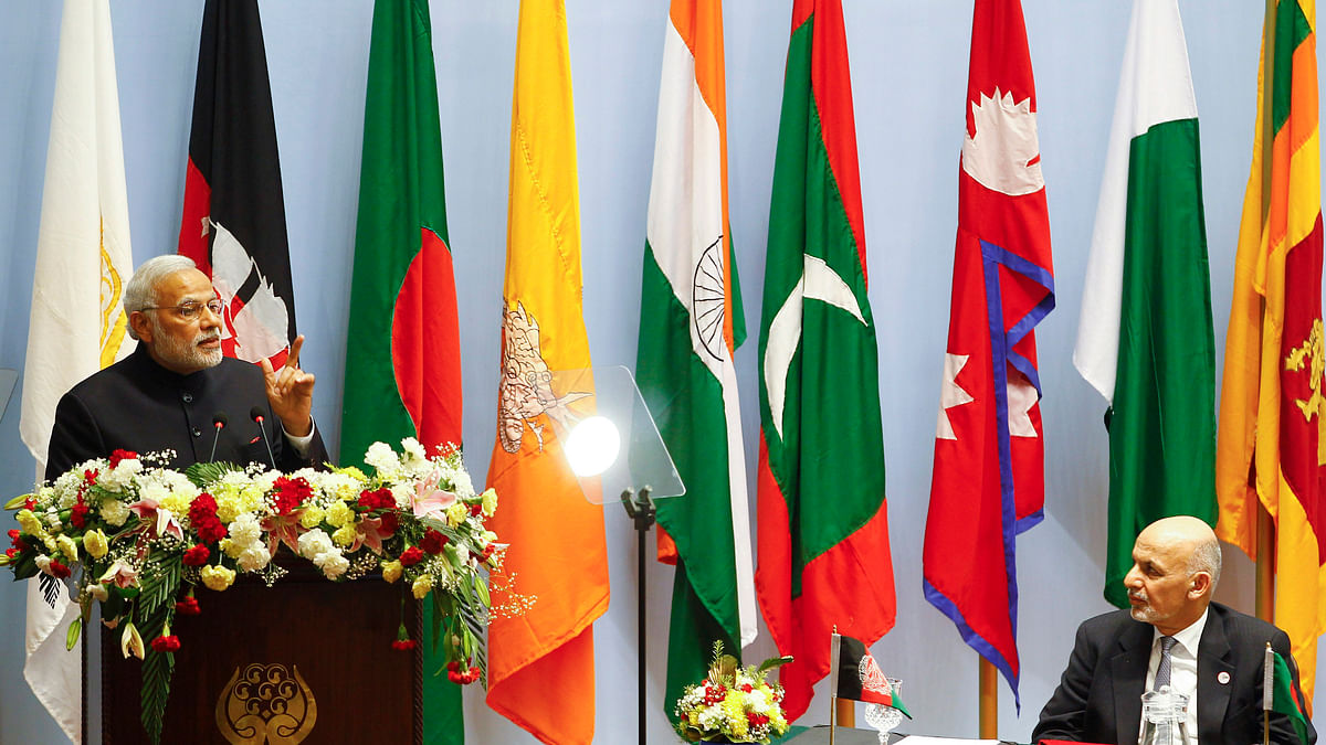 <!--StartFragment-->India's Prime Minister Narendra Modi (L) speaks as Afghanistan's President Ashraf Ghani watches during the opening session of the SAARC summit in Kathmandu November 26, 2014. (Photo: Reuters)<!--EndFragment-->