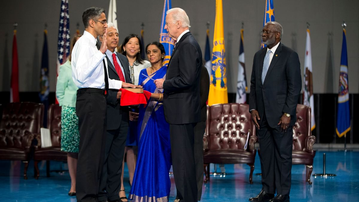 <!--StartFragment--> U.S. Surgeon General Vivek Murthy, left, as he is ceremonially sworn-in by Vice President Joe Biden. (Photo: AP)<!--EndFragment-->