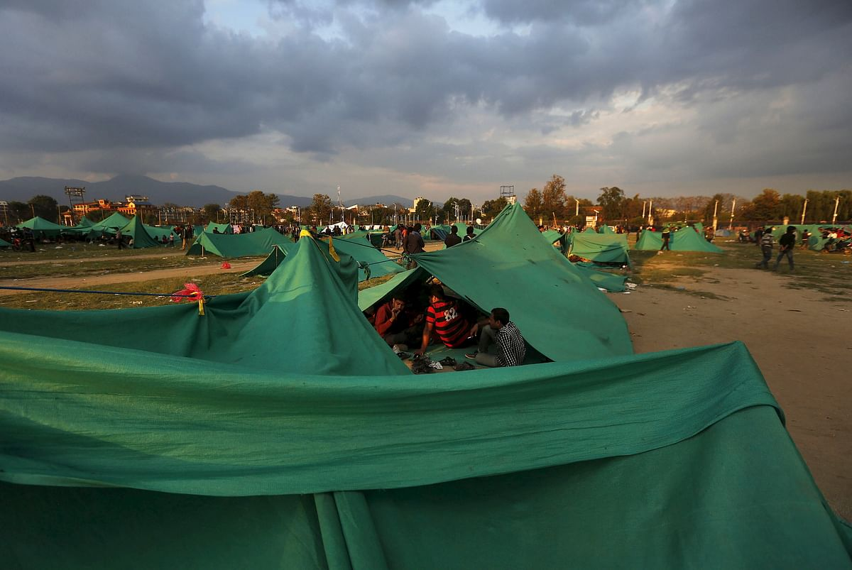<!--StartFragment-->People sit inside their makeshift shelter on open ground after an earthquake in Kathmandu. (Photo: Reuters)<!--EndFragment-->