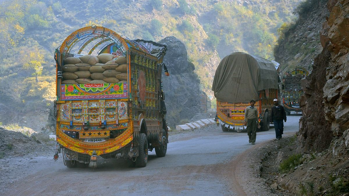 Trucks carrying goods from PoK as part of the cross LoC trade in Uri Kashmir. (Photo: Aabid Shafi/ The Quint)