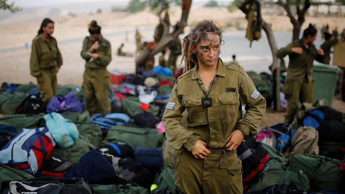 <!--EndFragment-->An Israeli soldier of the Caracal battalion stands next to backpacks after finishing a 20-kilometre march in Israel's Negev desert, near Kibbutz Sde Boker, marking the end of their training, May 29, 2014. (Photo: Reuters)