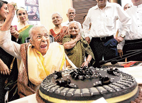 Zohra on her 100th birthday, Sujata in green Sari.