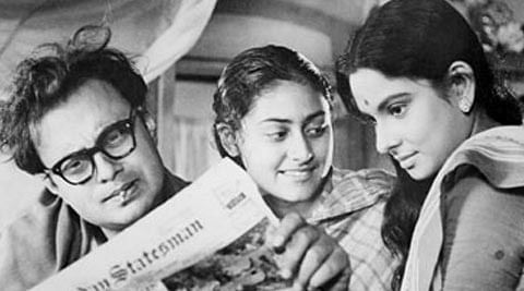 Jaya Bachchan is the young&nbsp;teenager (middle)&nbsp;in this still from her first on-screen performance in Satyajit Ray's <i>Mahanagar</i> (1963)