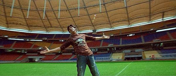 Shah Rukh Khan in the song <i>Mitwa </i>from <i>Kabhi Alvida Naa Kehna</i>