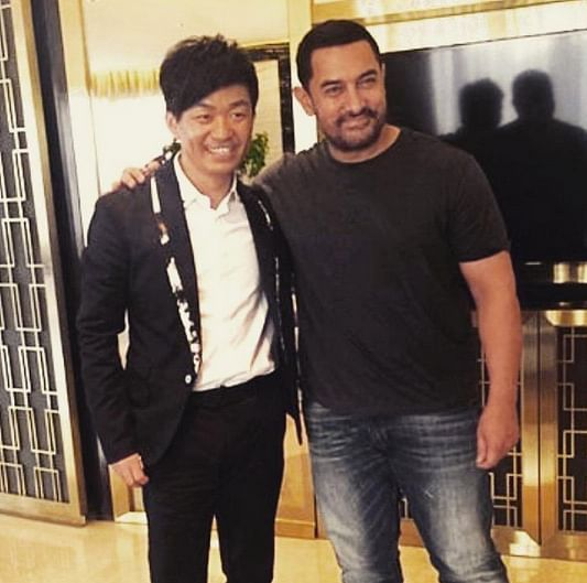 """Aamir Khan with Chinese star Wang Baoqiang (Photo: <a href=""""https://twitter.com/MovifiedBolly"""">Twitter/MovifiedBolly</a>)"""