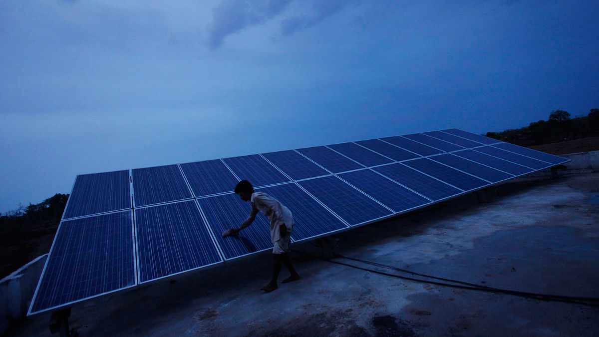 Solar panels installed at a solar plant  in Guna district of Madhya Pradesh. (Photo: Reuters)