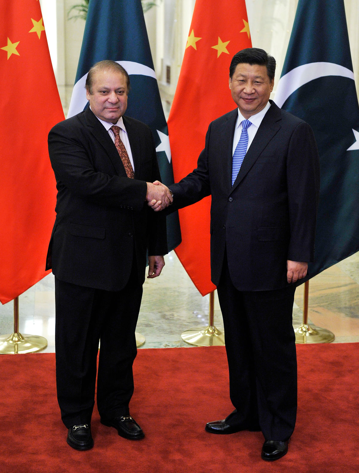 Pakistan's Prime Minister Nawaz Sharif (L) shakes hands with China's President Xi Jinping before a meeting at the Great Hall of the People in Beijing November 8, 2014.&nbsp;(Photo: Reuters)<!--EndFragment-->