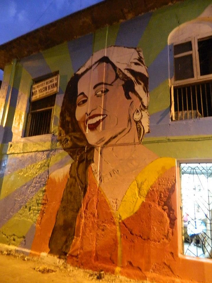 Work In Progress: 'Madhubala' mural on Chapel Road, Bandra (Photo: Facebook/Bollywood Art Project)