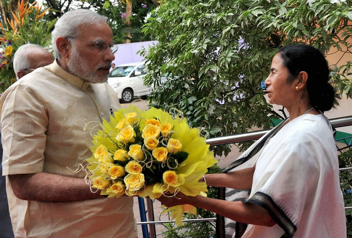 he Prime Minister, Narendra Modi being welcomed by the Chief Minister Mamata Banerjee on arrival, at Nazrul Manch, in Kolkata. (Photo: PTI)