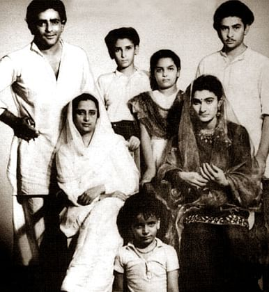 A young Prithviraj Kapoor seen here with his family. (Photo Courtesy: Twitter)