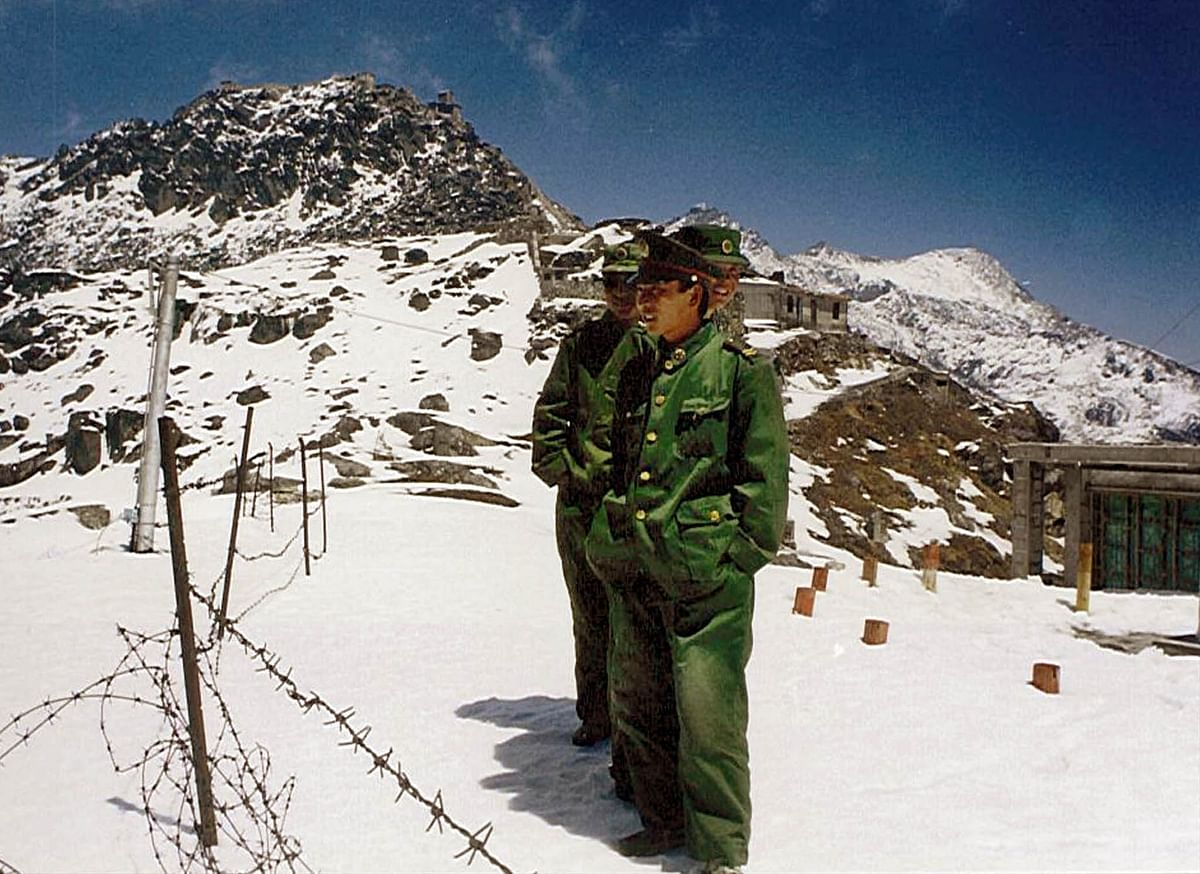 Chinese soldiers stand next to barbwires, which divides the two countries at the Indo-China border at Nathula Pass in  Sikkim. (Photo: Reuters)<!--EndFragment-->