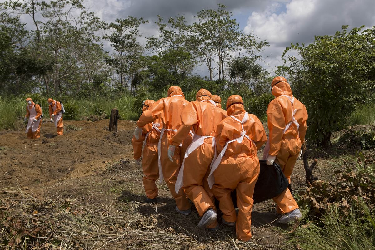 File Photo: A burial team wearing protective clothes prepare an Ebola virus victim for interment, in Port Loko. (Photo: Reuters)