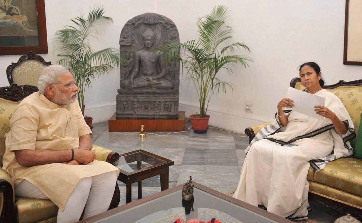 Prime Minister Narendra Modi meeting with Chief Minister of West Bengal, Mamata Banerjee at Raj Bhawan in Kolkata. (Photo: PTI)