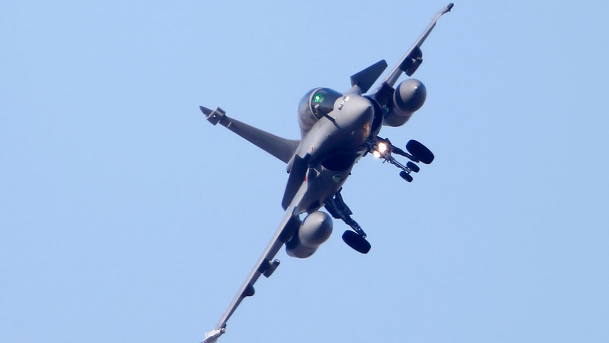 A Rafale fighter jet prepares to land at the air base in Saint-Dizier.