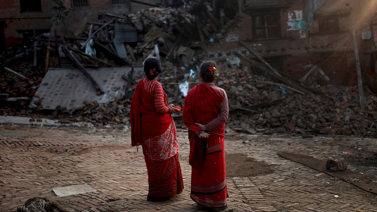 Women look at a collapsed building caused by earthquakes in Bhaktapur, Nepal. (Photo: Reuters)