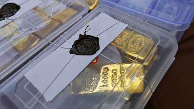 Seized gold bars are kept on display by Indian police officials at a police station in Ahmedabad. (Photo: Reuters)