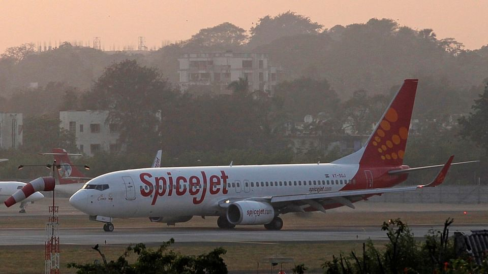 A SpiceJet Boeing 737-800 aircraft taxis on the tarmac after landing at Chhatrapati Shivaji international airport in Mumbai. (Photo: Reuters)<!--EndFragment-->