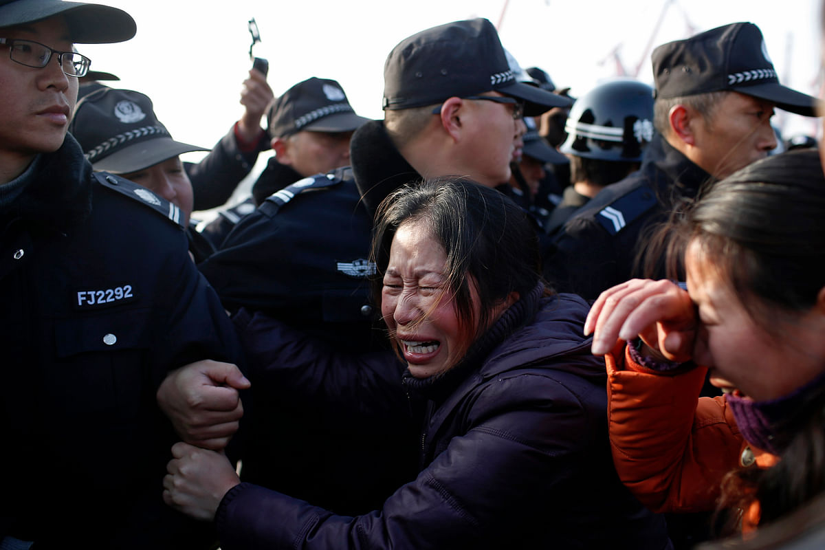 A relative pushes against a cordon of Chinese Police officers along the Yangtze River where the Eastern Star, a cruise ship sank. (Photo: Reuters)
